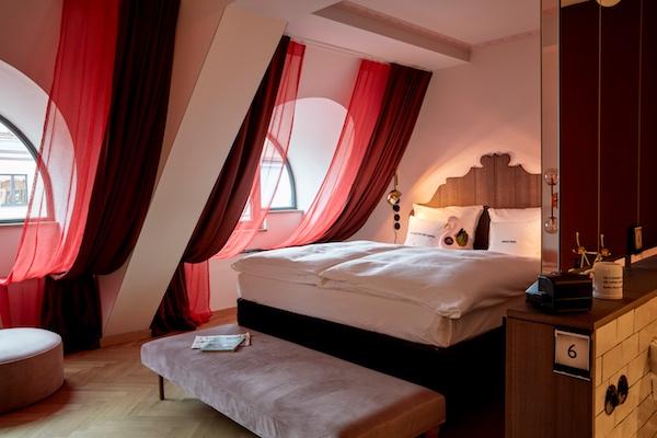 established 25hours hotel the royal bavarian m nchen. Black Bedroom Furniture Sets. Home Design Ideas